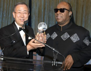 Stevie Wonder Receives 2013 UNCA Global Advocate Award from SG Ban Ki-moon
